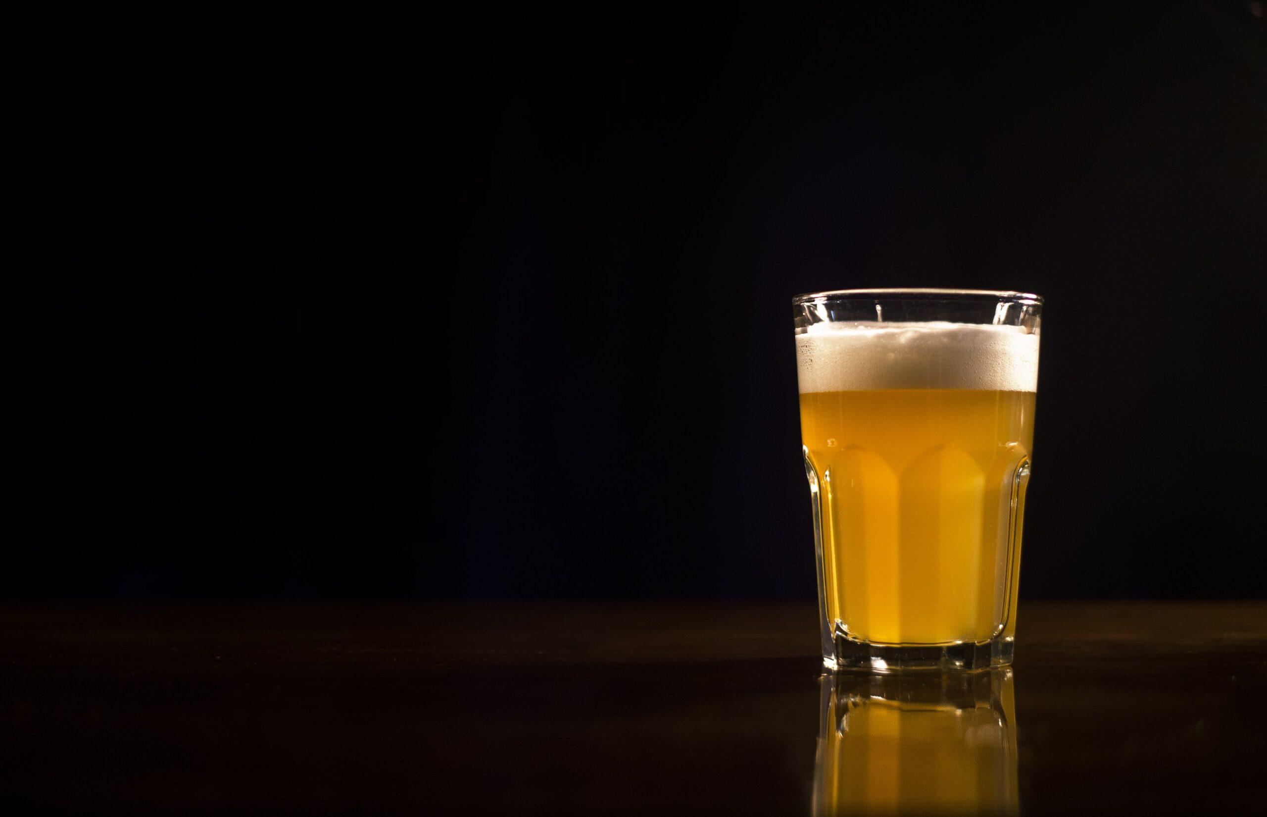 ビールグラスの画像